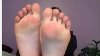 Teen webcam feet