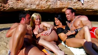 2 Spanish Bitches for 2 real great Stallion in Formentera!!!