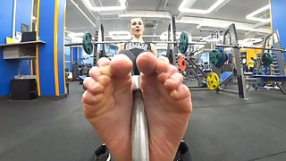 Footjob simulator in Fitness